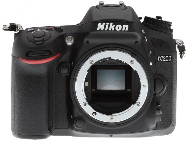 New Lowest Price – Nikon D7200 + 32GB SDHC + Bag for $919 !